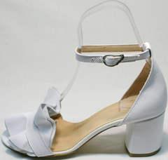 Элегантные босоножки с ремешком на щиколотке Ari Andano K-0100 White.