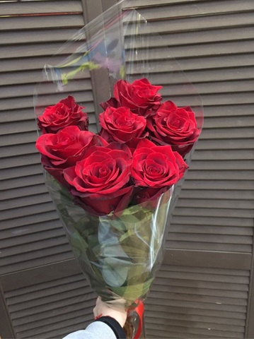 7 красных эквадорских роз 70 см с оформлением #2008