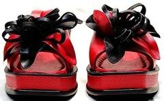 Босоножки на толстой подошве кожаные шлепки женские Derem 042-921-02 Red Black.