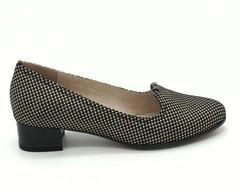 Туфли из натурального велюра на низком каблуке