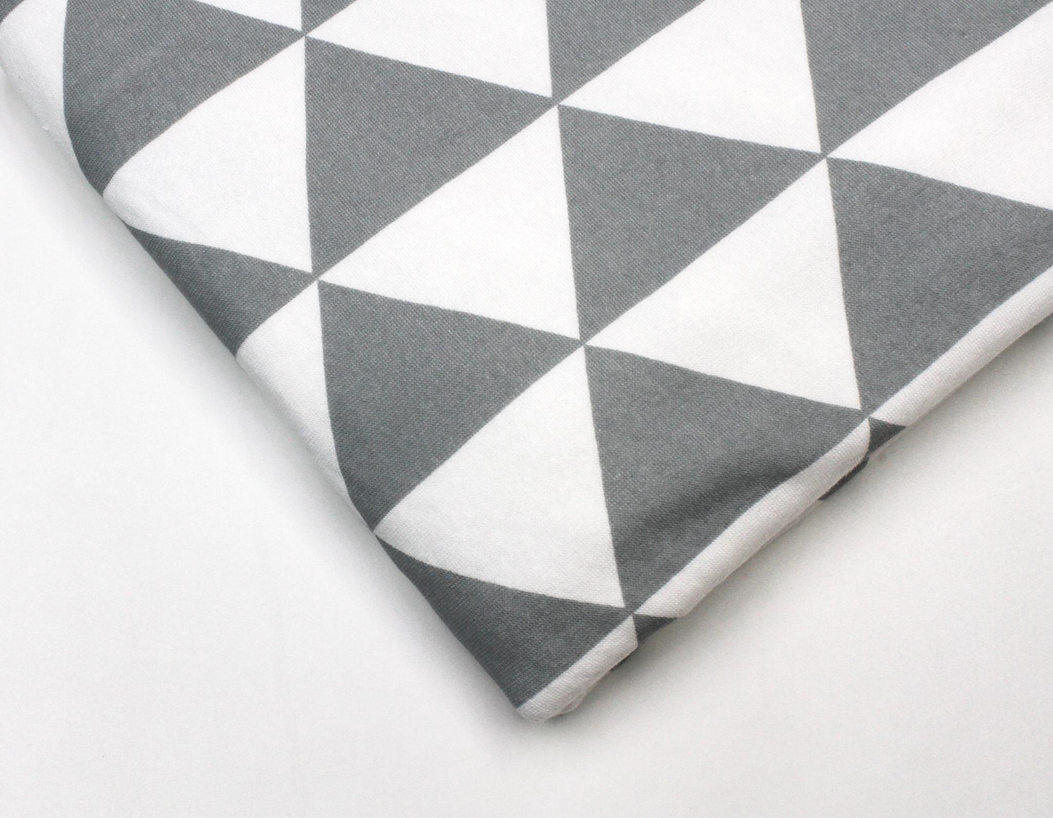 Трикотаж(махровая изнанка),треугольники серые