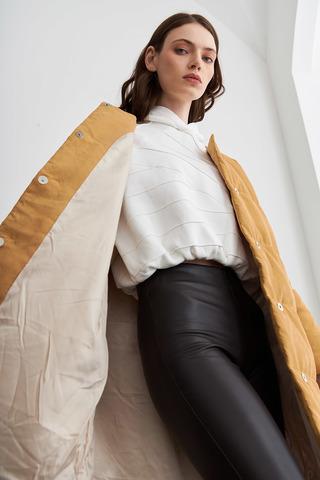Удлиненное стеганное пальто цвета шафран