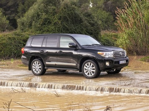 Чехлы на Toyota Land Cruiser 200 2007–2015 г.в.