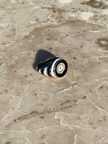 Кольцо-печатка круглое из серебра с черной и белой эмалью