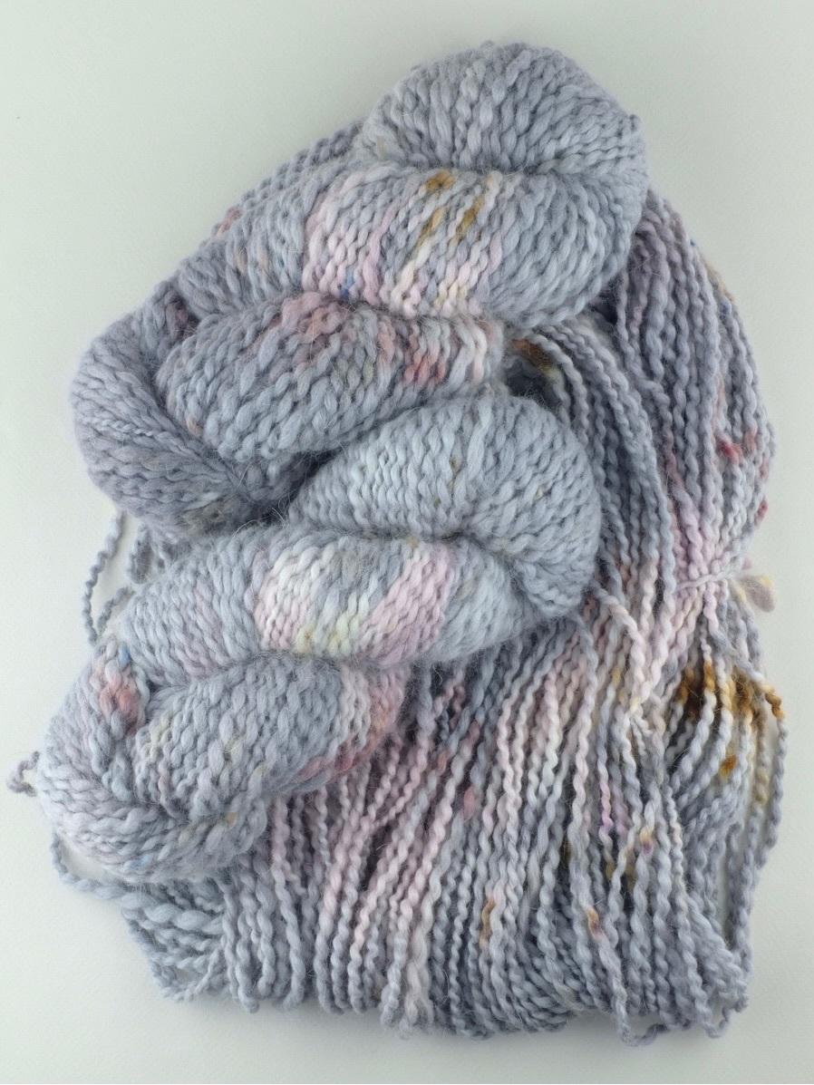 Пряжа ручного прядения и секционного окрашивания, цвет серая, розовая меланж