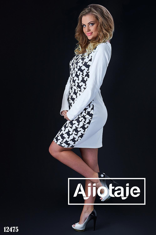 Платье белого цвета в принт
