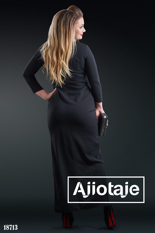 Платье облегающего силуэта с асимметрией