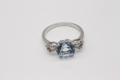 Кольцо с голубым топазом в огранке круг 34301901