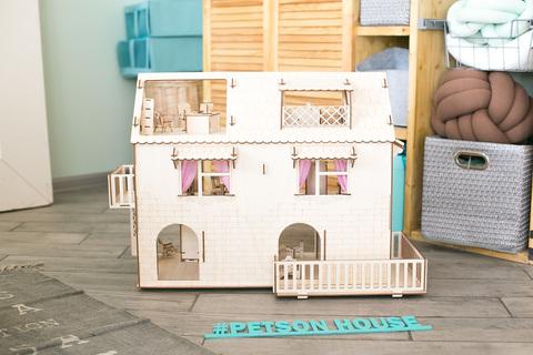 Дом с террасой и мебелью