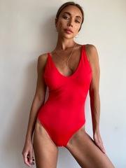 Слитный купальник красного цвета