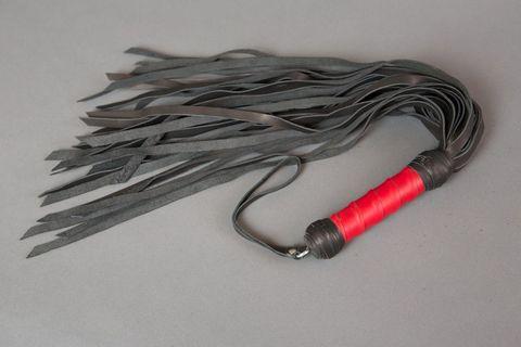 Кожаная плеть с красной витой рукоятью