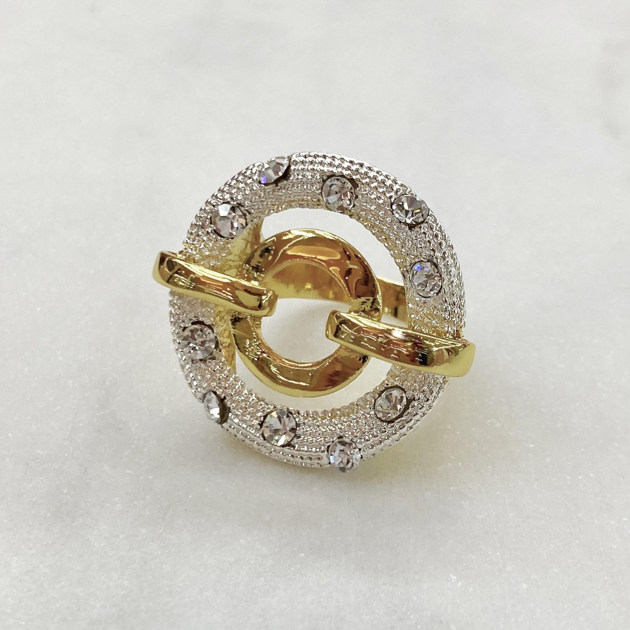 Кольцо Vi круг фианит