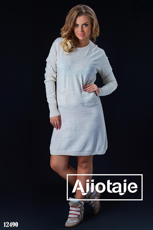 Платье молочного цвета с длинными рукавами
