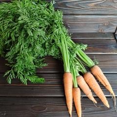 Морковь деревенская с ботвой / 5 шт