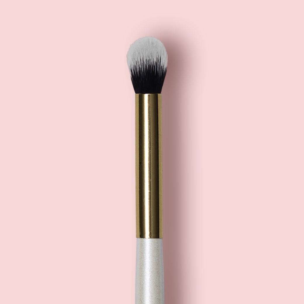 Oh My brush Кисть для нанесения и растушевки теней Crease blending eye brush 202