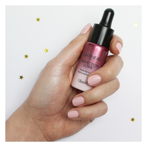 Праймер Perfection Ultime Radiance усиливает действие сыворотки и дневного крема, обеспечивает безупречный матовый эффект, уменьшает видимость пор и дает мгновенное сияние кожи. Готовит кожу под макияж.