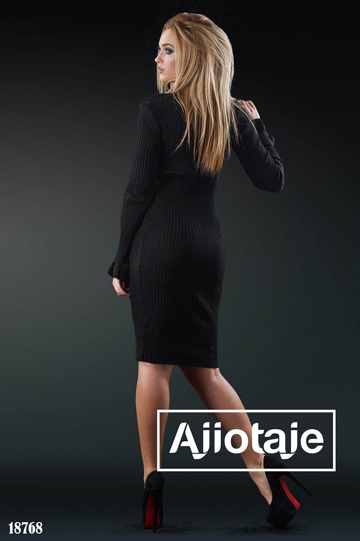 Силуэтное платье в черном цвете