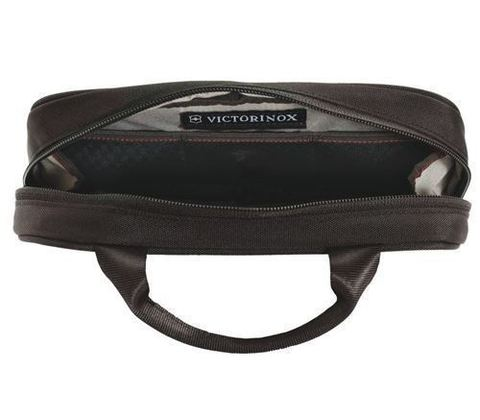 Несессер Victorinox Lifestyle Accessories 4.0 Overmight Essentials Kit, черный, 23x4x13 см