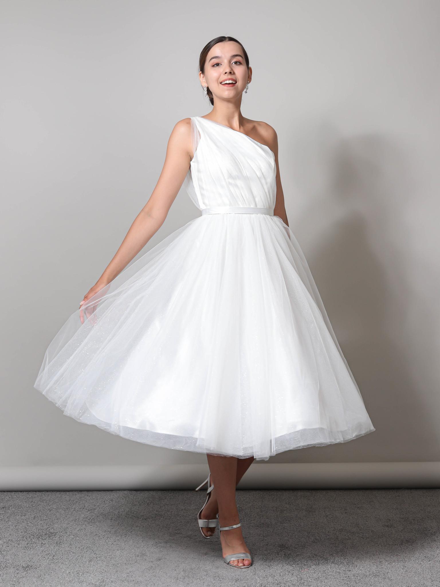 Свадебное платье с глиттером на одном плече (молочный)