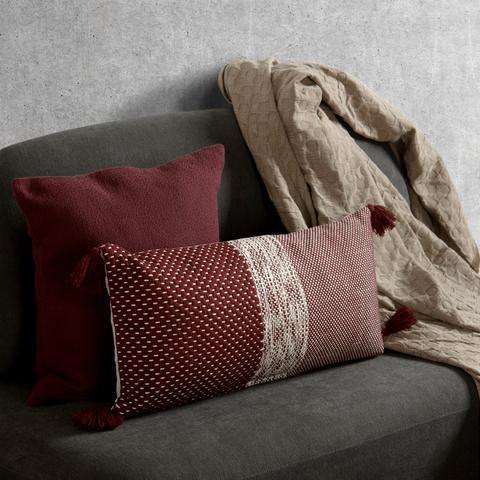 Подушка декоративная бордового цвета крупной вязки из коллекции Ethnic, 30х60 см
