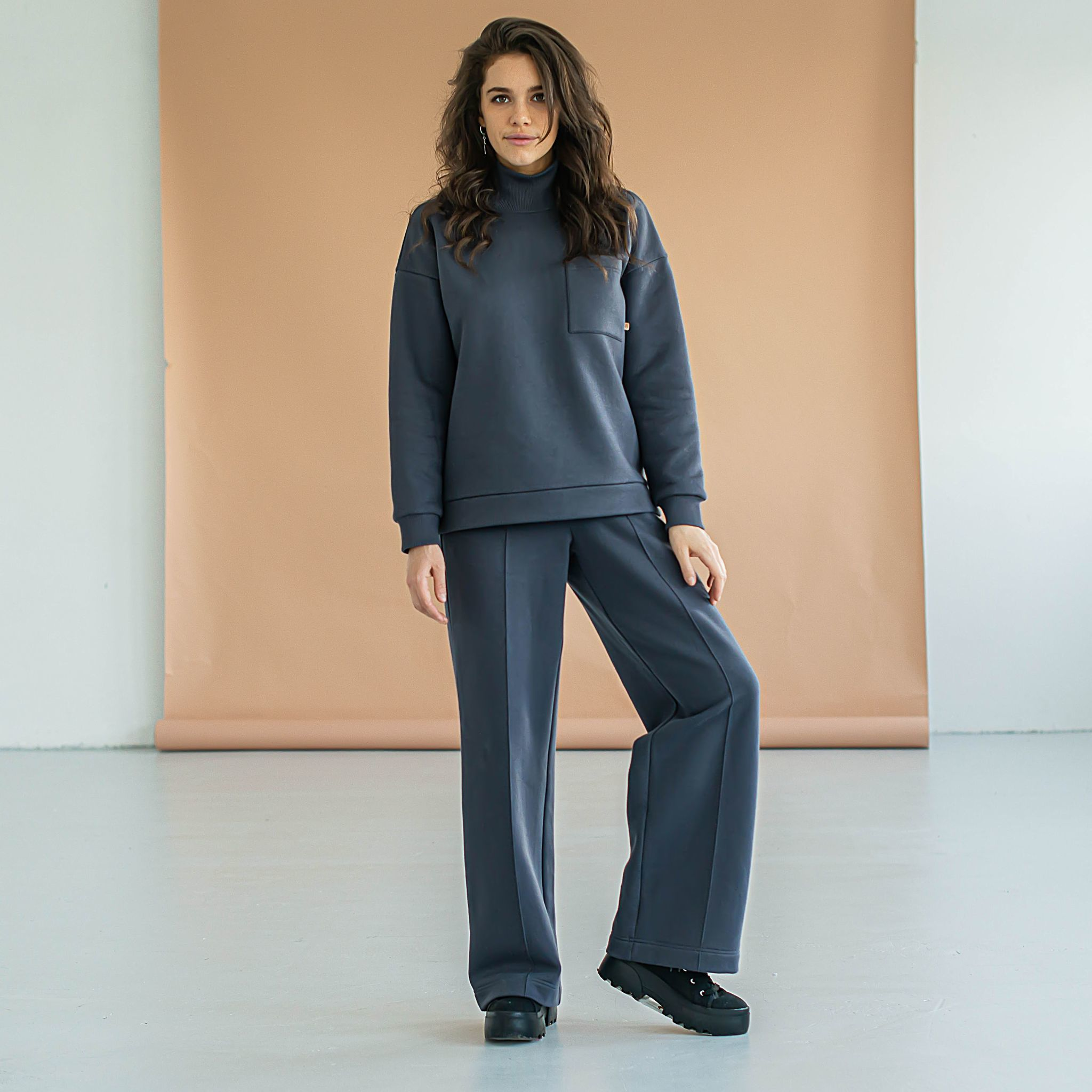 Warm oversized sweatsuit for women - Graphite