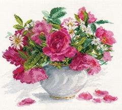 Набор для вышивания Алиса Цветущий сад: Розы и ромашки