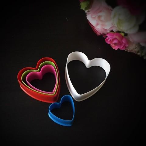 Вырубки пластиковые для пряников разноцветные СЕРДЦЕ 5в1 (90мм.75мм. 65мм. 55мм. 45мм.)