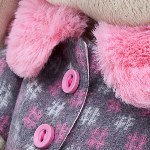 Зайка Ми в пальто и шапке