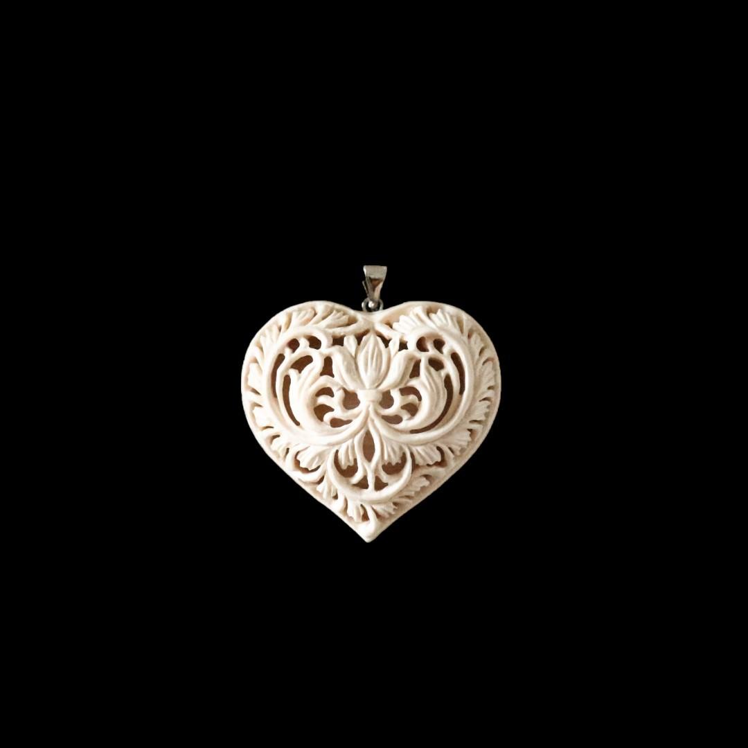 Подвеска из бивня мамонта «Сердце ажурное с цветком»
