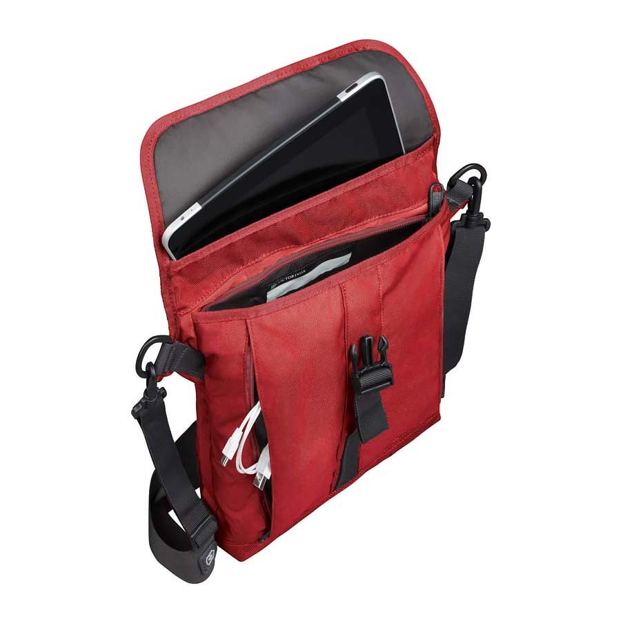 Сумка наплечная Victorinox Altmont 3.0 Flapover Bag, красная (32389203) 27x6x32 см., 5 л.   Wenger-Victorinox.Ru