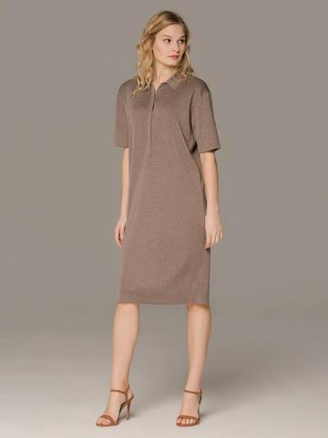 Женское платье коричневого цвета с коротким рукавом - фото 4