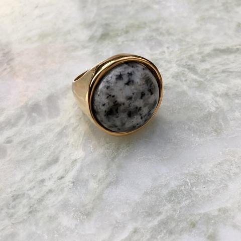 Кольцо Катара с вставочкой под темный мрамор