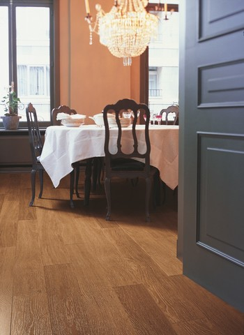 Dark varnished Oak planks | Ламинат QUICK-STEP UF918