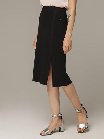 Женская черная юбка из вискозы с разрезом - фото 2