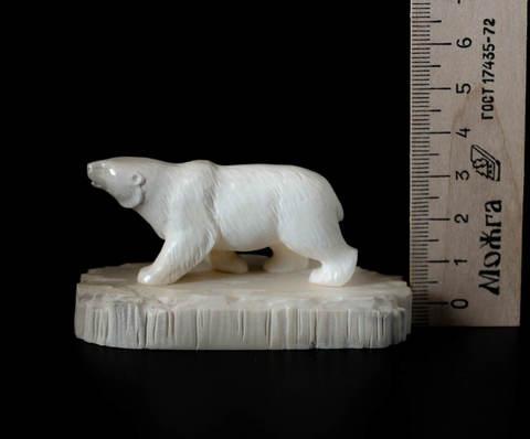 Скульптура из бивня мамонта «Белый медведь»