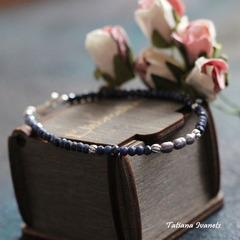 Тонкий браслет из синего сапфира и жемчуга