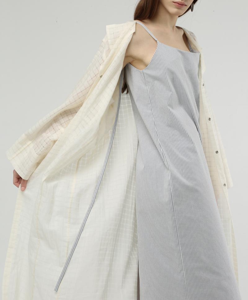 Платье на лямочках-лентах белого цвета в серую полоску