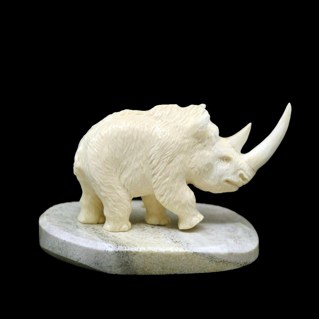 большая статуэтка «Носорог» из бивня мамонта