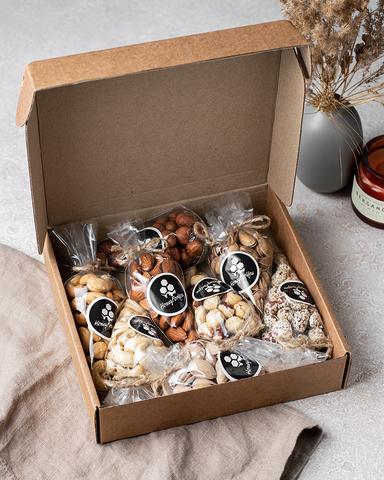 Набор орехов HoneyForYou (ассорти) в подарочной крафт-коробке