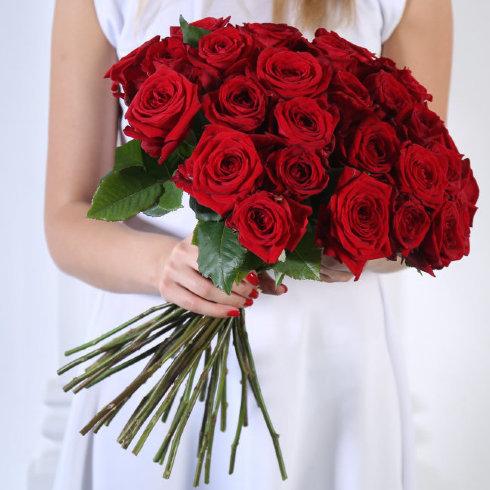 Букет 35 красных роз Ред Наоми