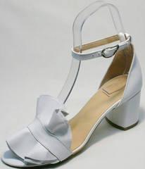 Женские летние босоножки с открытым носком и закрытой пяткой Ari Andano K-0100 White.