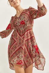 Сукня з асиметричним подолом і принтом