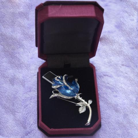 Usb флешка-брошь в виде розы голубого цвета jf_brow-rose-blue