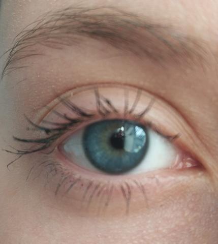 Синие линзы на серо голубых глазах