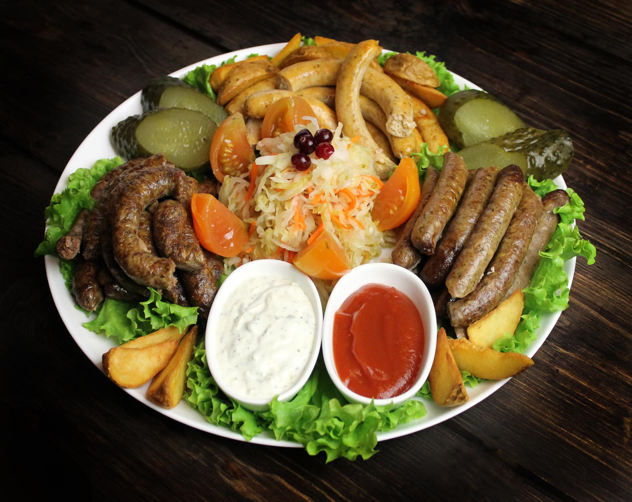 Ассорти домашних колбас