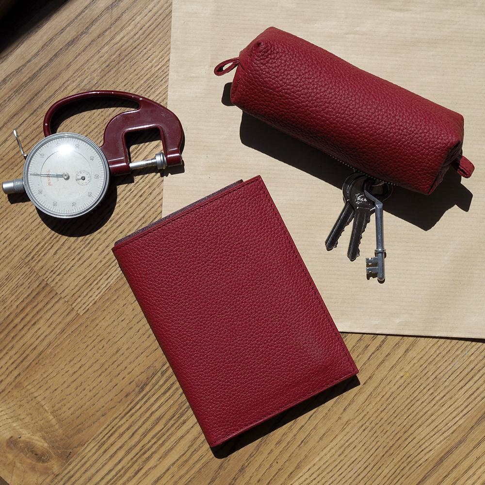 Ключница Cofre Easy из натуральной кожи теленка, вишневого цвета