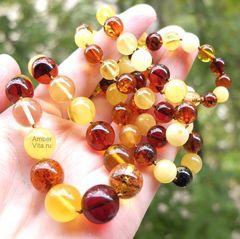 бусы из янтарных шаров разного цвета