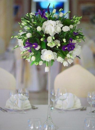 Композиции из ирисов, белых тюльпанов, белых пионов, лизиантуса, гартензии 27 тыс тг
