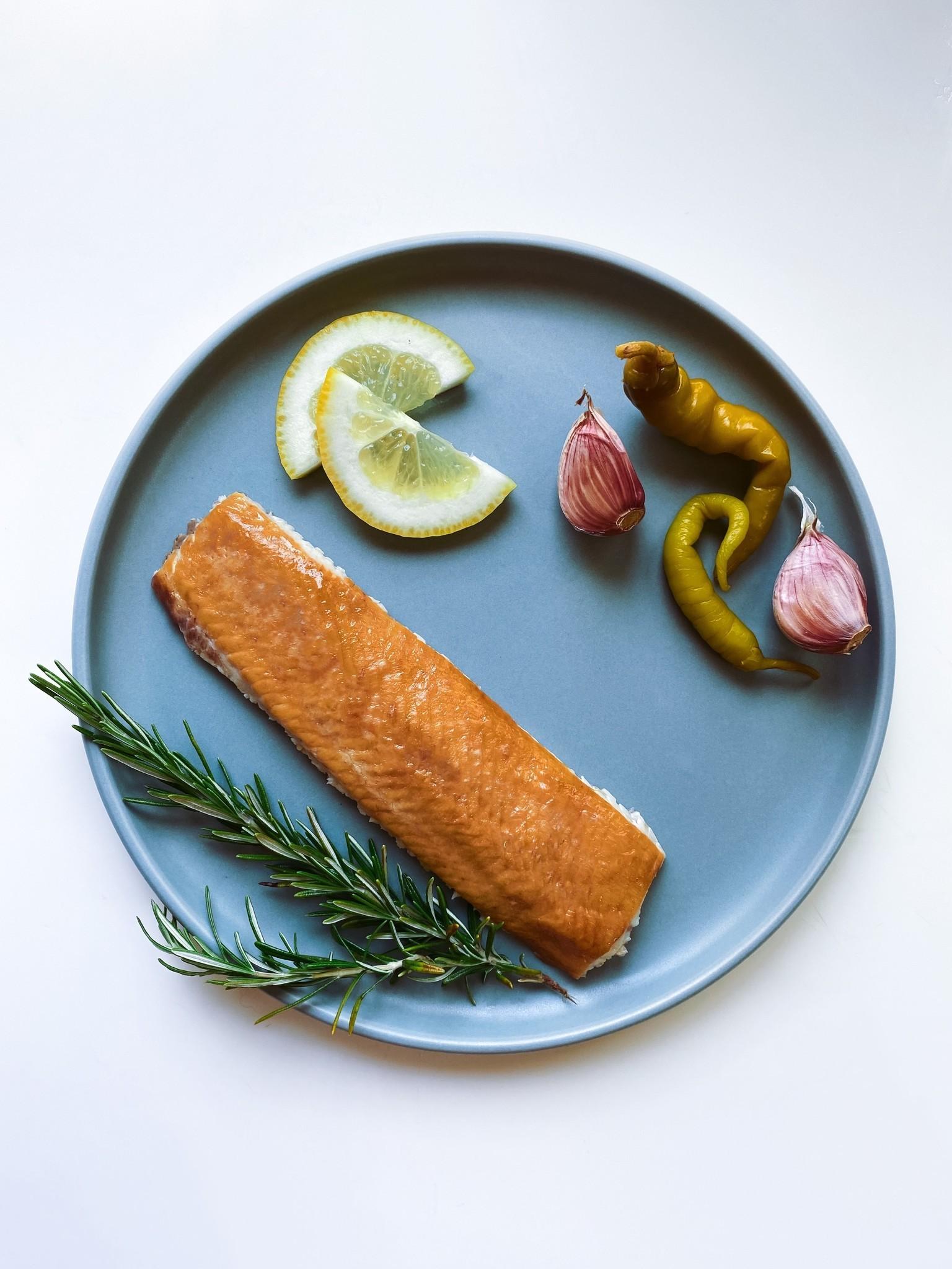 Filete de esturión ahumado en caliente