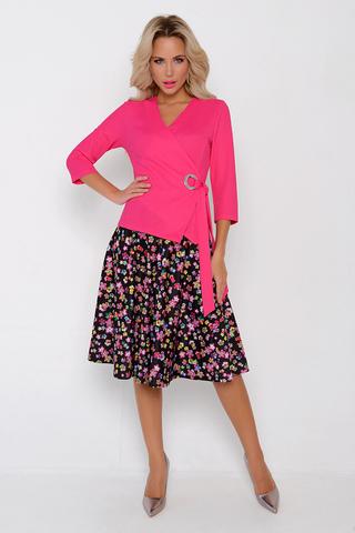 <p>Костюм с юбкой-один из главных трендов сезона! О таком костюме можно не только мечтать-владейте им! Жакет с люверсом, юбка на резинке.&nbsp;</p>